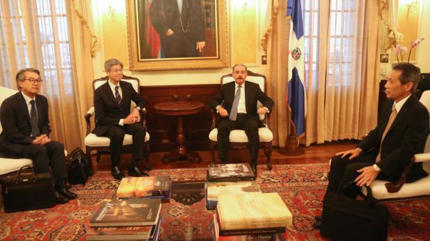 Director de América Latina de Relaciones Exteriores del Japón visita a Danilo Medina