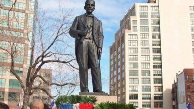 Estatua de Duarte.