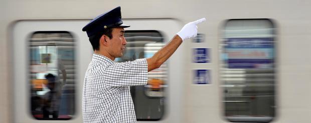 La policía nipona busca al autor del ataque con ácido en el metro de Tokio