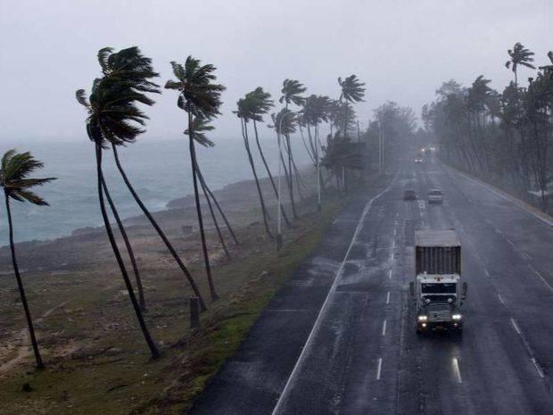 El ojo del huracán Irma, de categoría 5, pasa sobre Islas Vírgenes Británicas