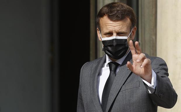 El Gobierno francés endurece el tono contra los antivacunas