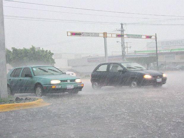 El huracán José pierde fuerza al deambular por el noreste de Bahamas