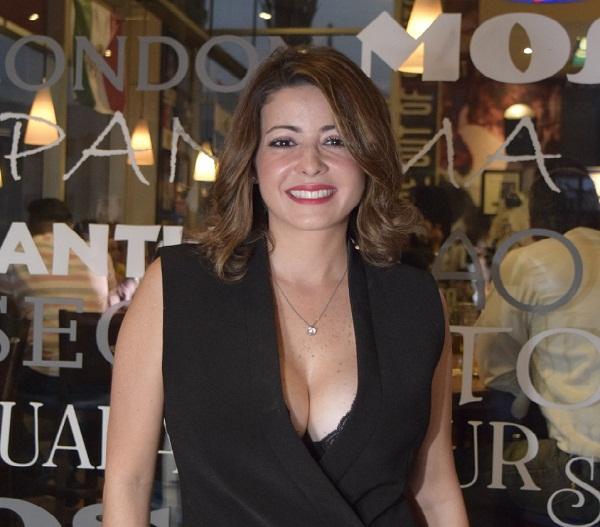 Dafne Guzmán se reune con la prensa de Santiago