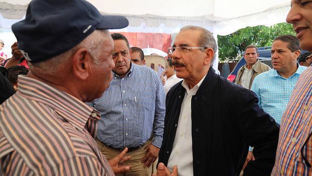El presidente Medina visita las zonas afectadas por el huracán María