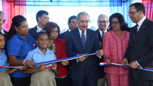 Danilo Medina durante inauguración de escuelas