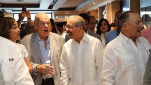 Danilo Medina asiste a inauguración BlueMall, Puntacana