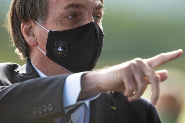 Bolsonaro insiste en no tomar la vacuna y pone en duda la eficacia de la mascarilla