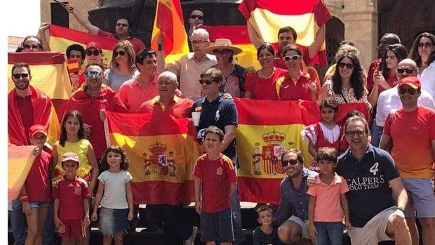Medio centenar personas se concentra en Santo Domingo por unidad de España