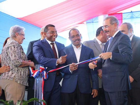 Presidente Medina inaugura hospital El Almirante