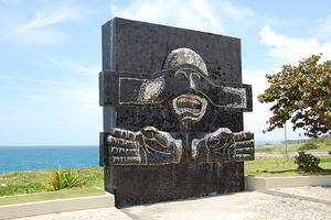 El Monumento a los Héroes del 30 de Mayo es una imponente creación del pintor, gestor cultural y escultor Silvano Lora.