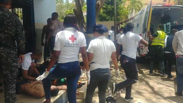 Un muerto y 23 afectados por incendio en cárcel preventiva de La Romana