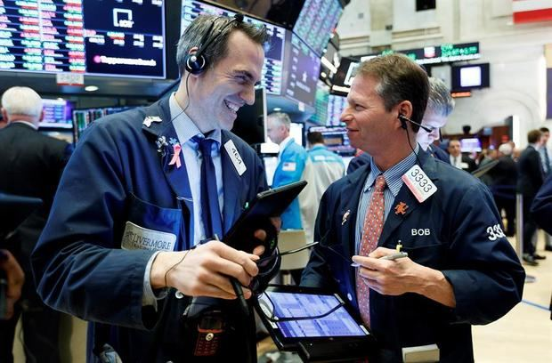 Wall Street cierra con un triple récord en el Dow Jones, S&P 500 y Nasdaq