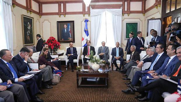 Presidente Medina reducirá a tres días el plazo para constituir una empresa