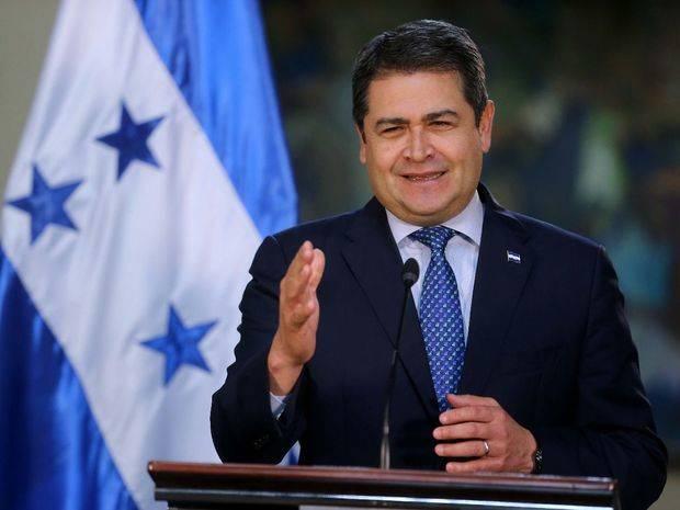 Hernández se declara ganador, mientras Zelaya proclama a Nasralla nuevo presidente