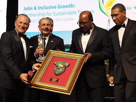 Frank Rainieri fue reconocido en Jamaica como visionario del turismo