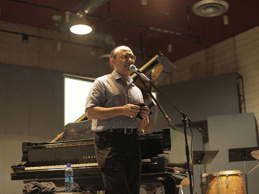 El destacado músico Michel Camilo durante la clase magistral en el CNM.