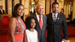 Osvaldo Santana con sus familiares.