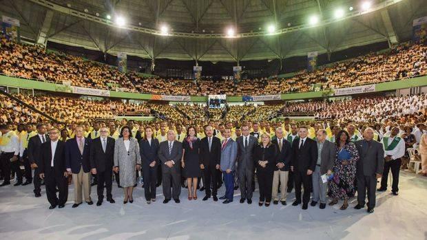 Danilo Medina encabeza multitudinaria graduación nacional del INFOTEP; 13 mil graduandos fueron investidos en diferentes áreas