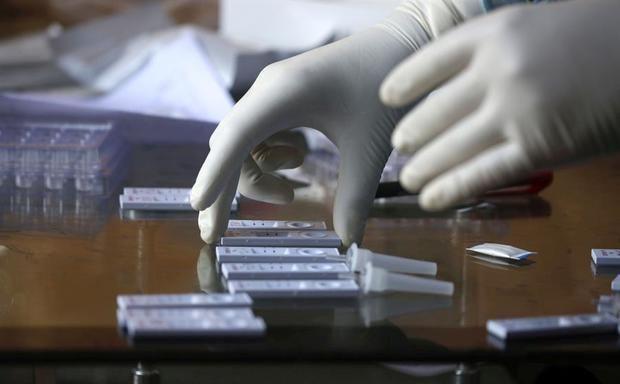 La OMS apela a los jóvenes mientras la pandemia alcanza 20 millones de casos.