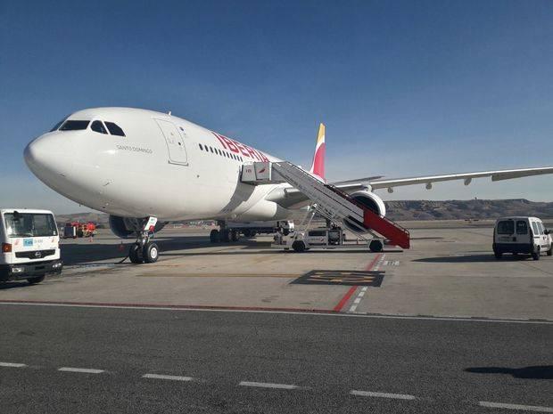 """Iberia acaba de recibir su undécimo A330-200 y le ha bautizado como """"Santo Domingo"""" para rendir homenaje a la capital de República Dominicana, donde acaba de celebrar el 50º aniversario de sus vuelos."""