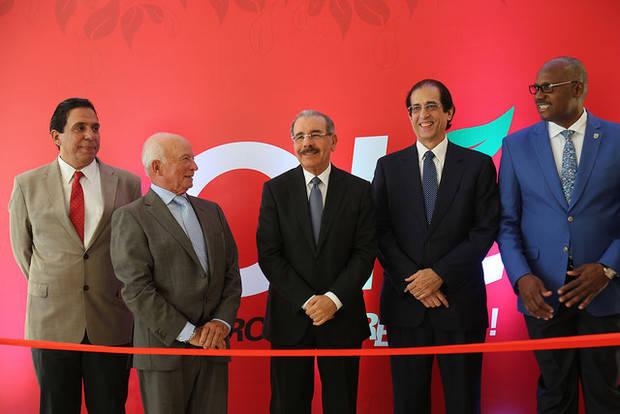 Acto de inauguración del Hipermercado Olé, ubicado en Ciudad Juan Bosch, que contó con la asistencia del presidente Danilo Medina junto a los principales ejecutivos de la empresa