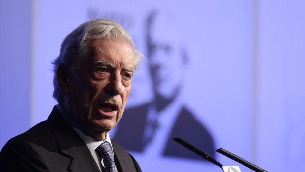 El reconocido escritor  Mario Vargas Llosa.