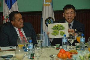 El director general del IAD, Emilio Toribio Olivo y Hiroyuki Shirai, durante el encuentro..