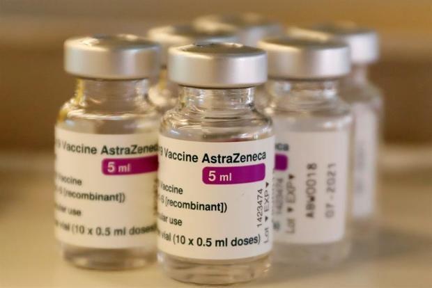Fotografía del 24 de marzo del 2021 de varios viales de la vacuna de AstraZéneca contra la COVID-19.