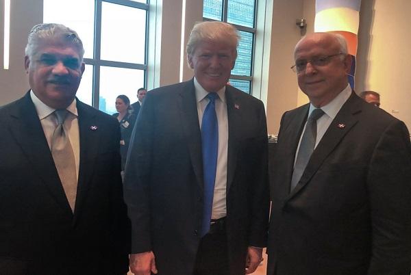 MIguel Vargas junto a Donald Trump