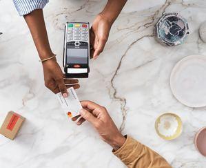 Consejos de Mastercard para hacer compras seguras online este Black Friday y Cyber Monday.