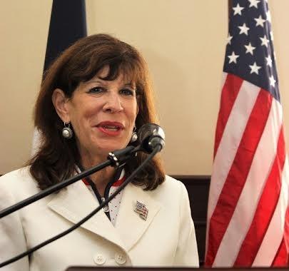 Embajadora de EE.UU. habla retos de las mujeres líderes en ámbito laboral