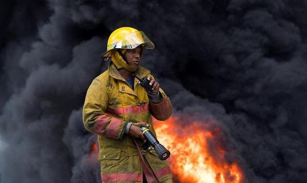 Aumentan a seis los muertos tras la explosión de la fábrica de plásticos Polyplas