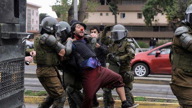 Centenares de chilenos protestan por la muerte de un malabarista a manos de un policía
