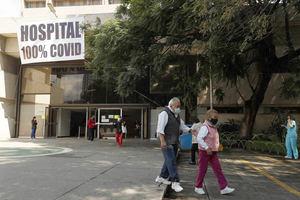 Las autoridades sanitarias reconocen que, con base en las actas de defunción, la pandemia rondaría los 400.000 fallecidos en el país y estiman que México acumula en realidad 3.637.953 casos de contagio.