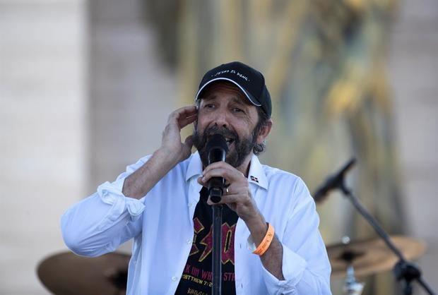 Juan Luis Guerra no actuará en Santo Domingo en diciembre por el Covid-19