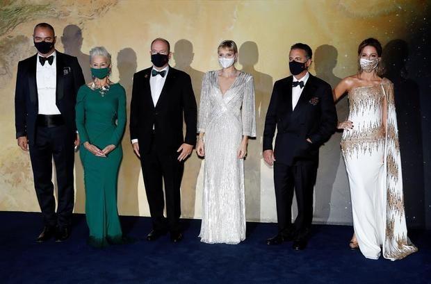 (izda a dcha) Milutin Gatsby, la actriz Helen Mirren, el príncipe Alberto II de Monaco, la princesa Charlene of Monaco, el actor Andy Garcia y la actriz Kate Beckinsale.