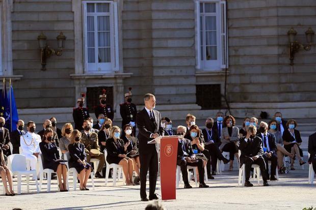 España recuerda a los fallecidos por la Covid-19 mientras lucha contra los rebrotes