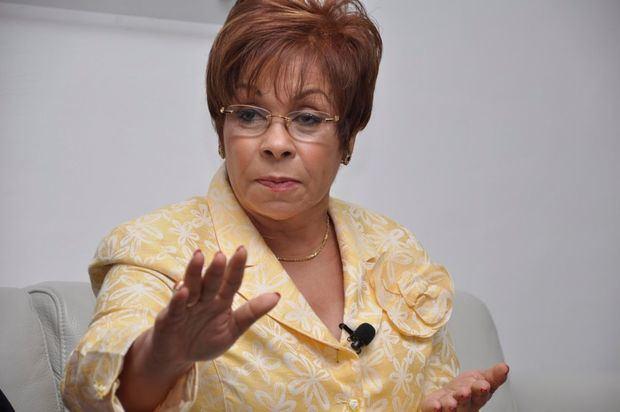 """""""Lila""""Alburquerque renuncia del PLD y regresa al Partido Reformista"""