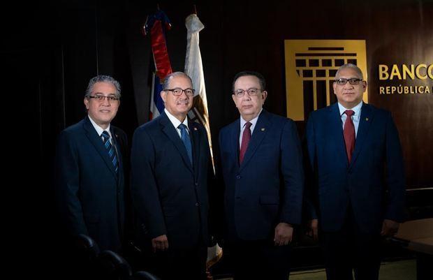 Banco Central presenta tres nuevas obras de su colección bibliográfica institucional.
