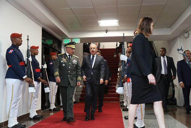 Presidente Danilo Medina regresa al país tras agotar una agenda en Italia