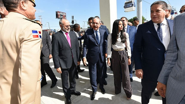 Presidente Medina pone en marcha Teleférico de Santo Domingo