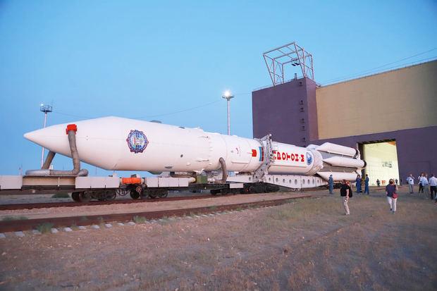 Queda instalado el cohete con el que Rusia lanzará el miércoles el módulo Nauka