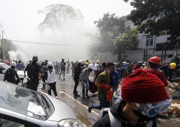 Nueva jornada sangrienta con al menos 15 manifestantes muertos en Birmania