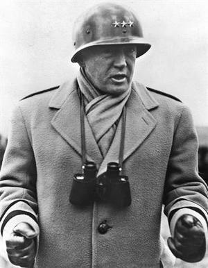 Retrato del General americano George Patton durante la intervención de los Estados Unidos en la II Guerra Mundial.(foto sin fecha, entre 1941 y 1945). En los Juegos de Estocolmo 1912, George Patton, fue quinto en pentatlón moderno.