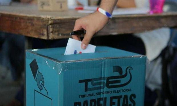 Derecha toma ventaja y el voto nulo sorprende en elecciones en El Salvador