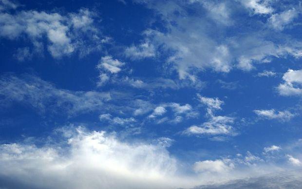 Escasas lluvias y oleaje anormal en comienzo de semana