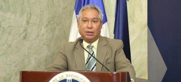 Ministro Isidoro Santana presentó los resultados de la encuesta