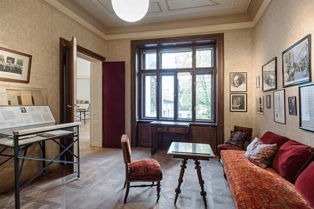 El Museo Freud de Viena reabre con más salas y el vacío como