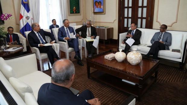 Danilo Medina recibe informe sobre avances de proyectos de desarrollo agroforestal