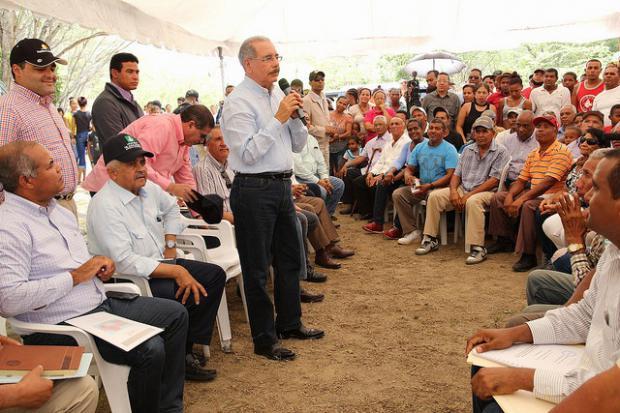 Productores de Mella reciben apoyo para comercialización en el mercado